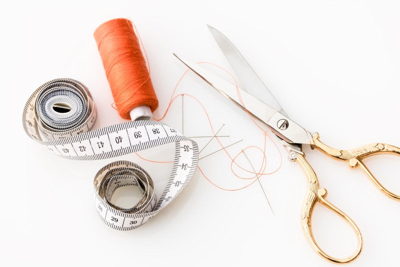 Tråd, sax och måttband